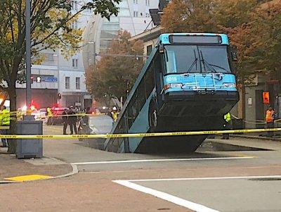 bus-sinkhole.jpg