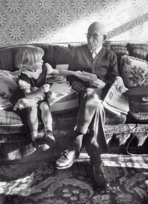 1954 107 years old last remaining GAR Civil War Veteran Albert Woolson, relaxing on the couch ...jpg