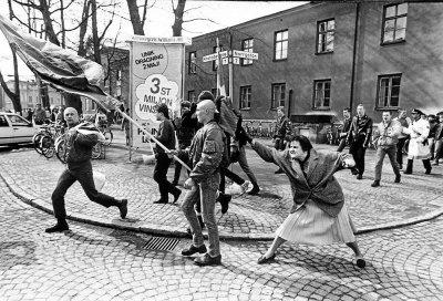 A woman hitting a neo-Nazi with her handbag, Sweden, 1985.jpg