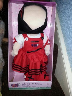 a-woman-in-britain-is-making-faceless-islamic-dolls-025-body-image-1418423273.jpg
